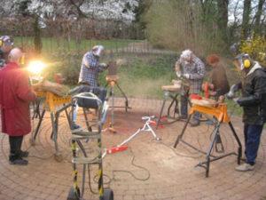 Holskunst-Seminar-im-Kloster-Hoechst Atelier-arbeiten im Freien